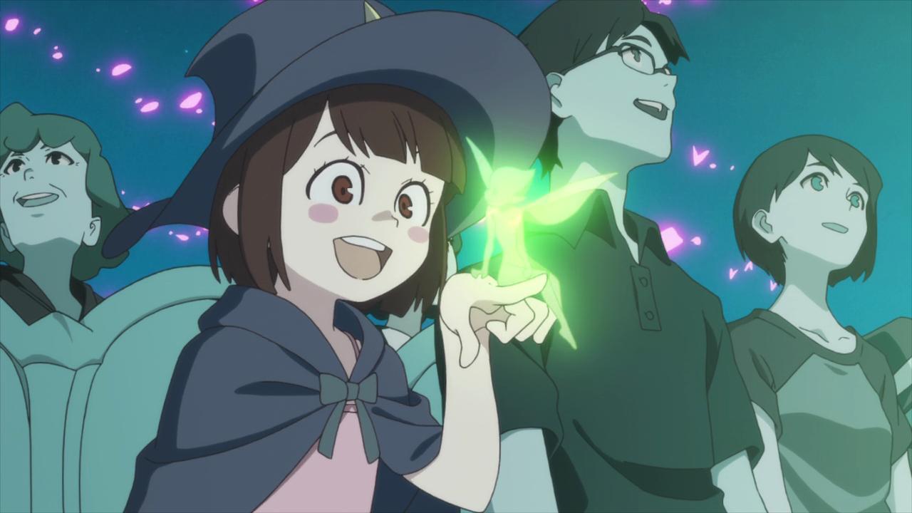 Akko gioca con una fatina evocata da Shiny Chariot durante un suo spettacolo.