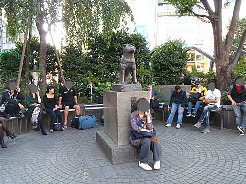 Hachikou statue